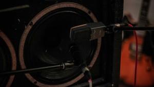 Aufnahme im Tonstudio - Eine mikrofonierte Gitarrenbox