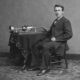 Geschichte der Musikproduktion - Thomas Alva Edison mit Phonograph