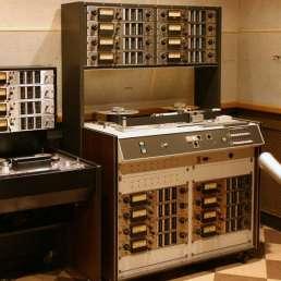 Geschichte der Musikproduktion - Bild eines alten Mehrspurrecorders