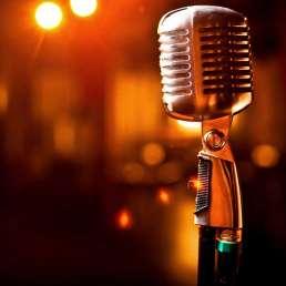 Geschichte der Musikproduktion - Bild eines alten Mikrofons