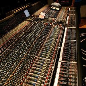 Geschichte der Musikproduktion - Bild eines Studiomischpultes
