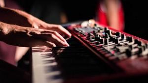 Instrument, Musiker & Performance - Bild eines Stagepianos