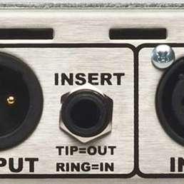 Der Mikrofon-Preamp (Vorverstärker) - Bild von Inserts an einem Mic-Preamp