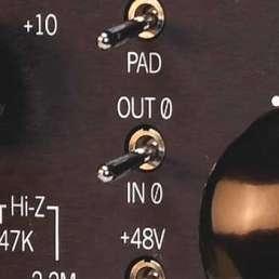 Der Mikrofon-Preamp (Vorverstärker) - Bild eines Phasenumkehrschalters an einem Mic-Preamp