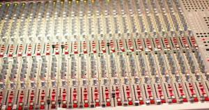Mischen einer Tonaufnahme - Bild eines Mischpultes
